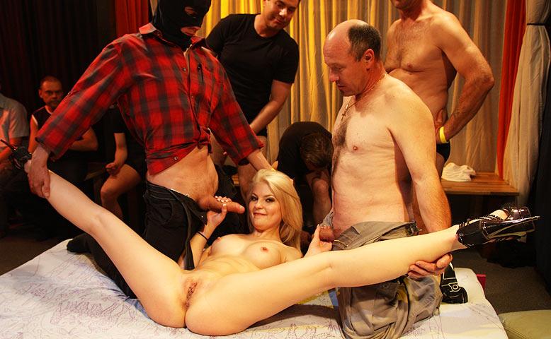 Порно Гимнастка Оргия